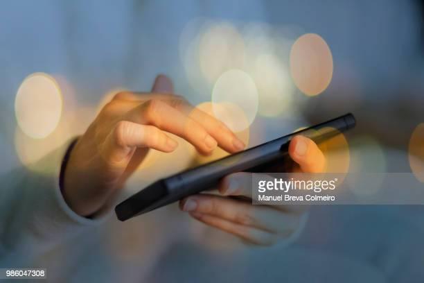 woman using her mobile phone - blockchain stock-fotos und bilder
