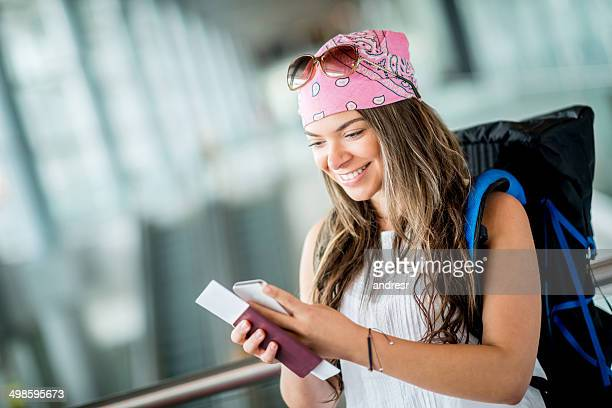 Frau mit internationalen roaming