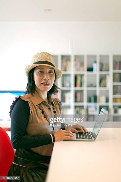woman using lap top