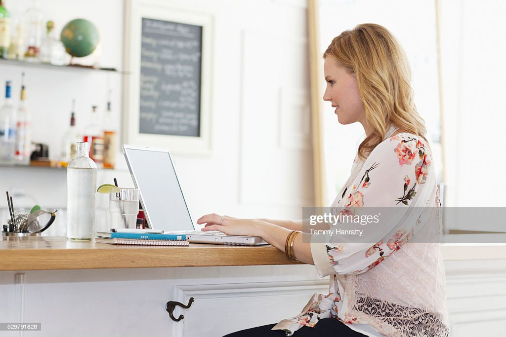 Woman using laptop in cafe : Bildbanksbilder