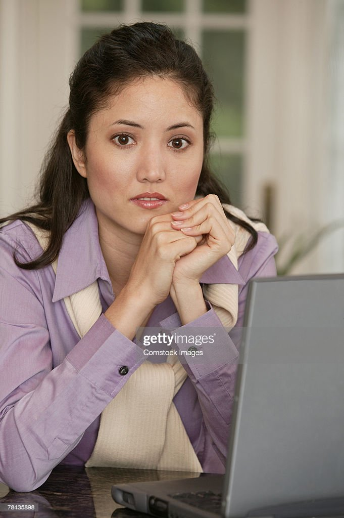 Woman using laptop : Stockfoto