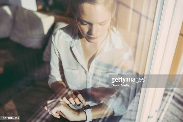 woman using smartwatch. - drahtlose technologie stock-fotos und bilder