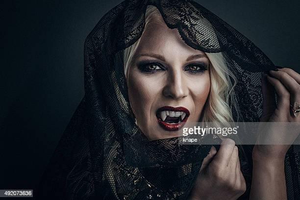 Frau Vampir kreativen make-up für halloween