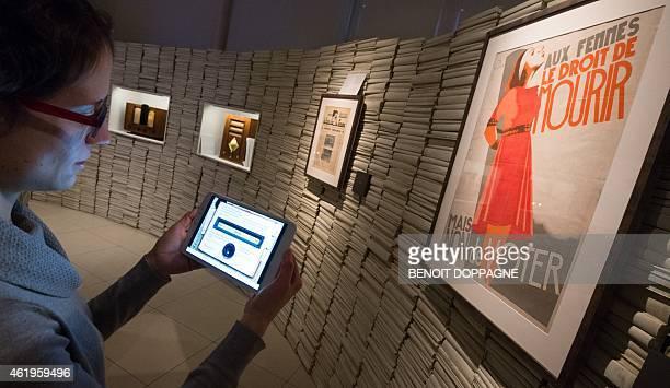 A woman visits the exhibition called Mons Superstar Une terre d'inventeurs et d'innovation Mons Superstar Ideas and Men Mons Superstar Over Ideeen en...