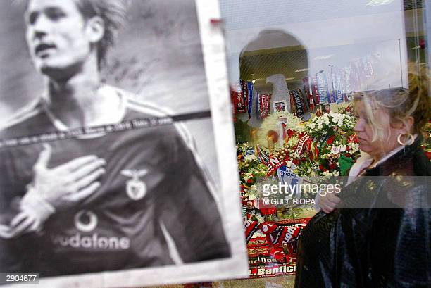 A woman visits the funeral chapel of Benfica's Hungarian player Miklos Feher at the Luz Stadium of Lisbon 27 January 2004 Miklos Feher died 25...