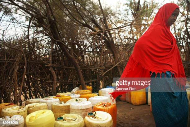 Woman waits in line for water in Dadaab, the world�s biggest refugee complex, August 20, 2009 in Dadaab, Kenya. The Dadaab refugee complex in...
