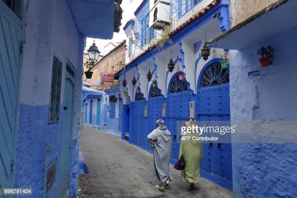 Woman walk in Chefchaouen in the northern Moroccan Rif region on June 21 2017 / AFP PHOTO / EMILY IRVINGSWIFT