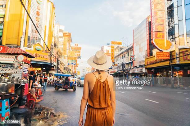 woman walking in chianatown - thailändische kultur stock-fotos und bilder