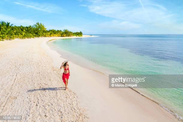 woman walking on an idyllic beach, mexico - paisajes de mejico fotografías e imágenes de stock