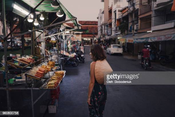 woman walking on night market in vietnam - vietnam imagens e fotografias de stock