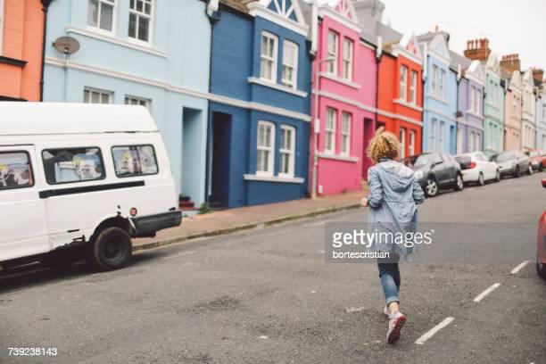 woman walking on road in front of building - 英国 ブライトン ストックフォトと画像
