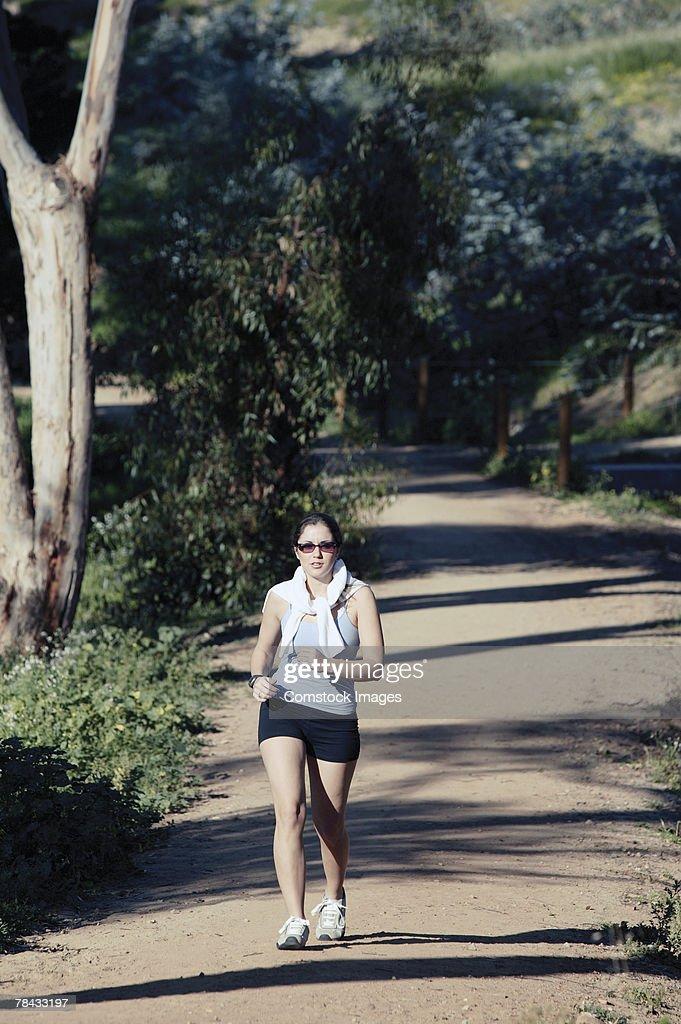 Woman walking outdoors : Stockfoto