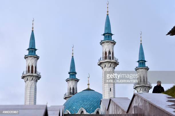 A woman walks in front of the Qol Sharif mosque in the Kazan Kremlin in central Kazan on November 6 2015 AFP PHOTO / KIRILL KUDRYAVTSEV / AFP PHOTO /...