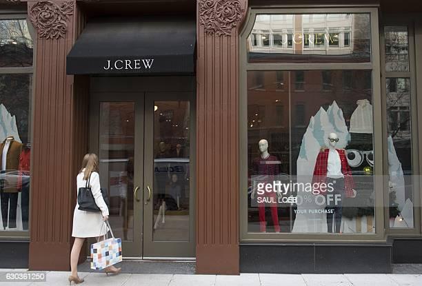 A woman walks into a J Crew clothing store in Washington DC December 21 2016 / AFP / SAUL LOEB