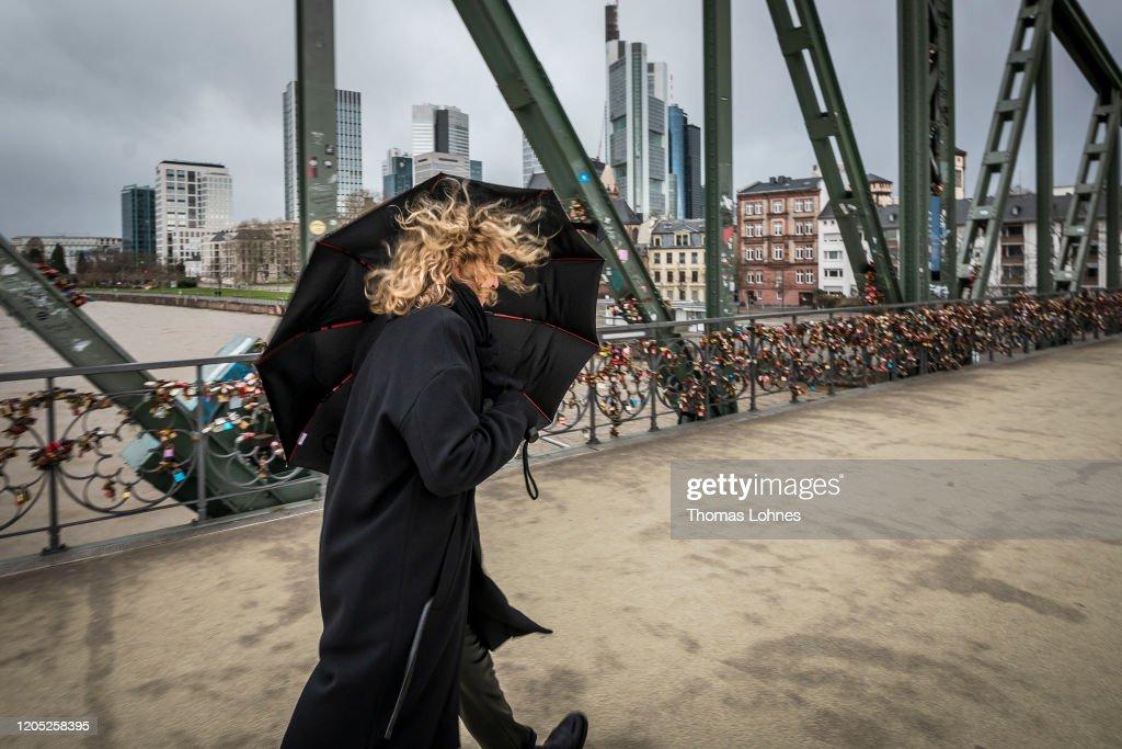 """Storm """"Sabine"""" Hits Germany : Foto di attualità"""