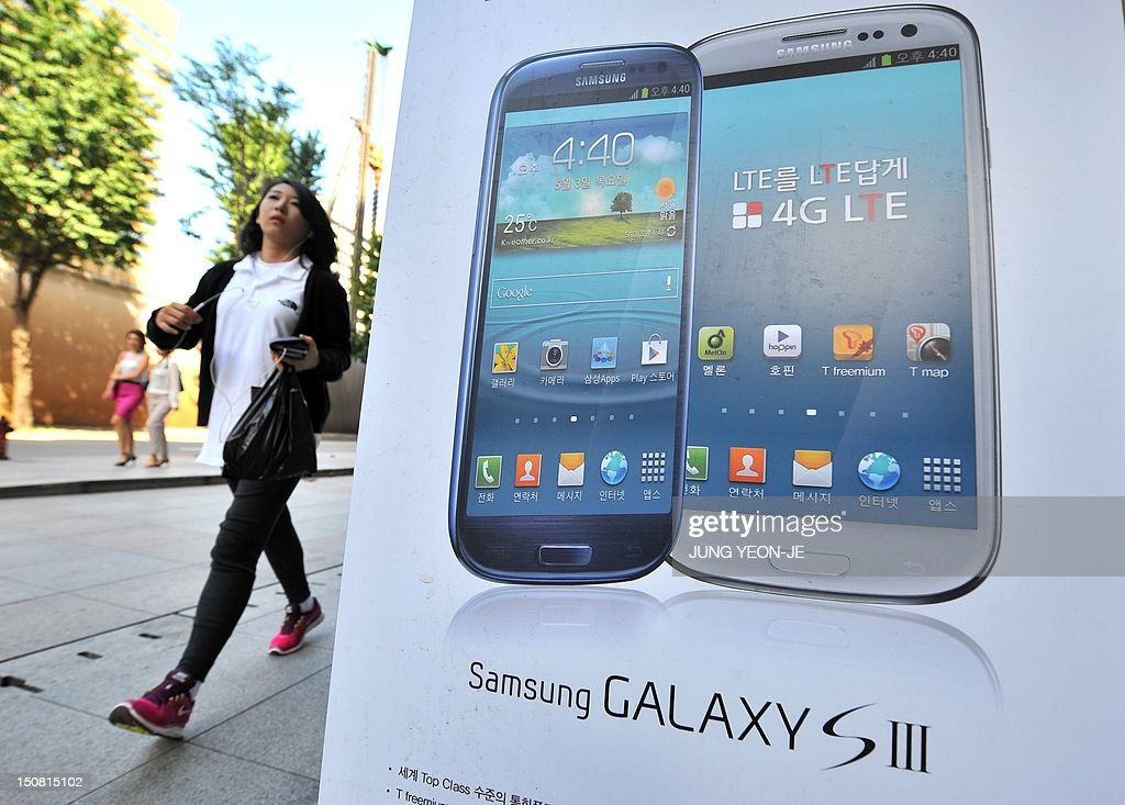 SKOREA-US-SAMSUNG-APPLE-IT-INTERNET-PATENT-STOCKS : News Photo