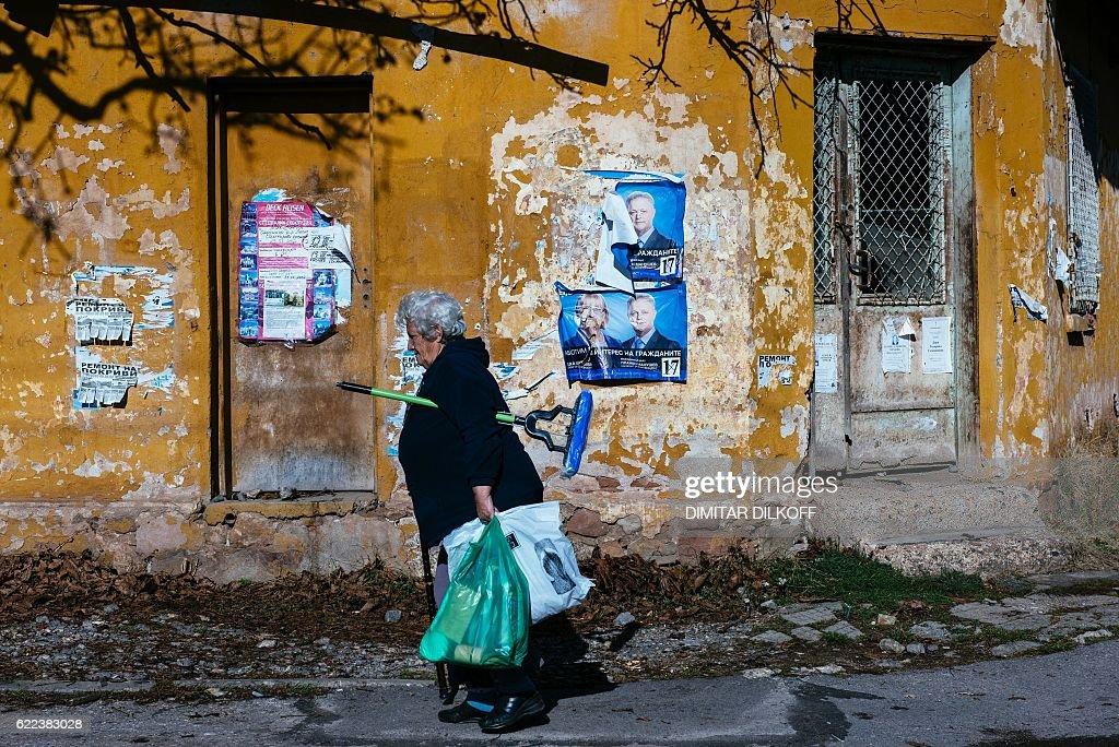 TOPSHOT-BULGARIA-POLITICS-VOTE : Fotografía de noticias
