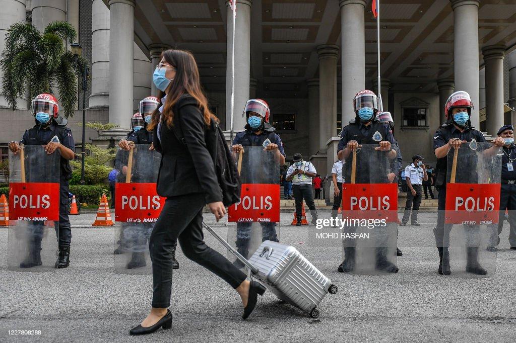 MALAYSIA-POLITICS-COURT-CORRUPTION : News Photo