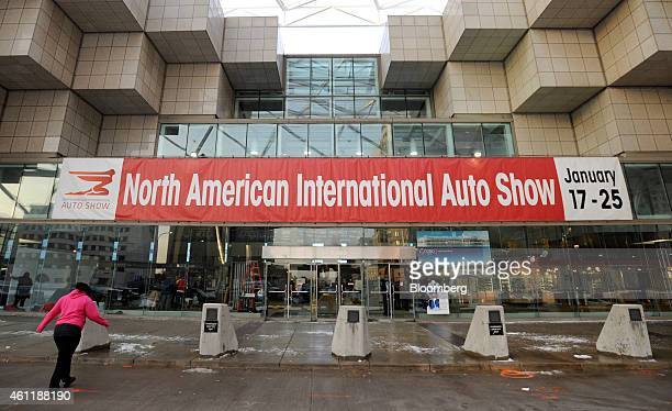 Woman walks toward the entrance to the Cobo Center before a media walk-through ahead of the 2015 North American International Auto Show (NAIAS in...