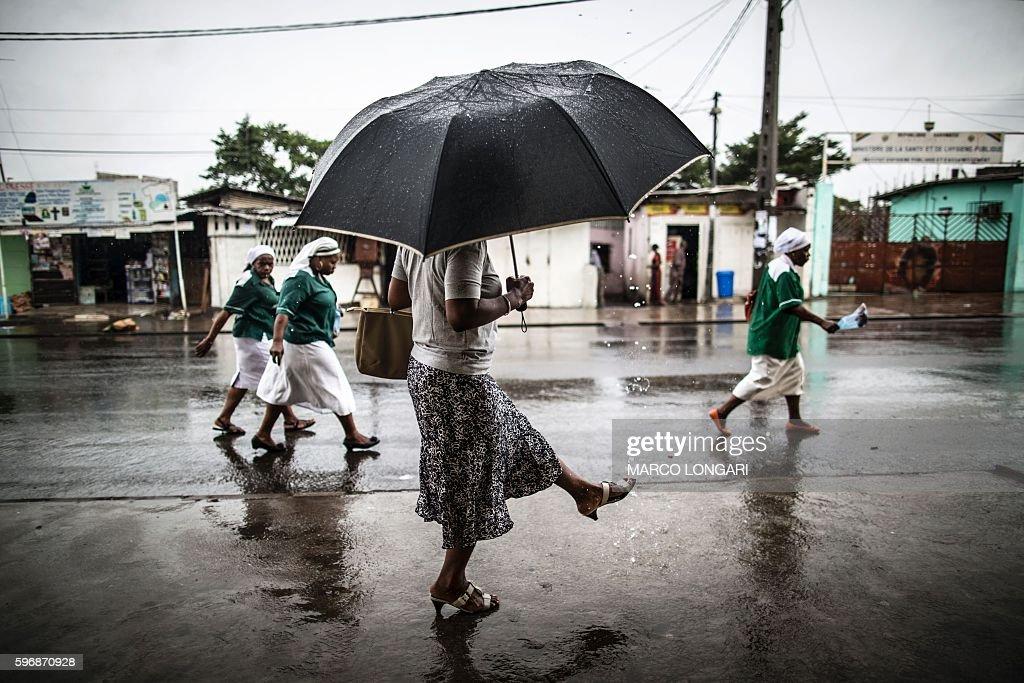 TOPSHOT-GABON-RELIGION : News Photo