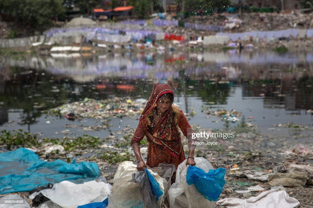 Bangladesh Battles With Pollution Along The Buriganga River : News Photo