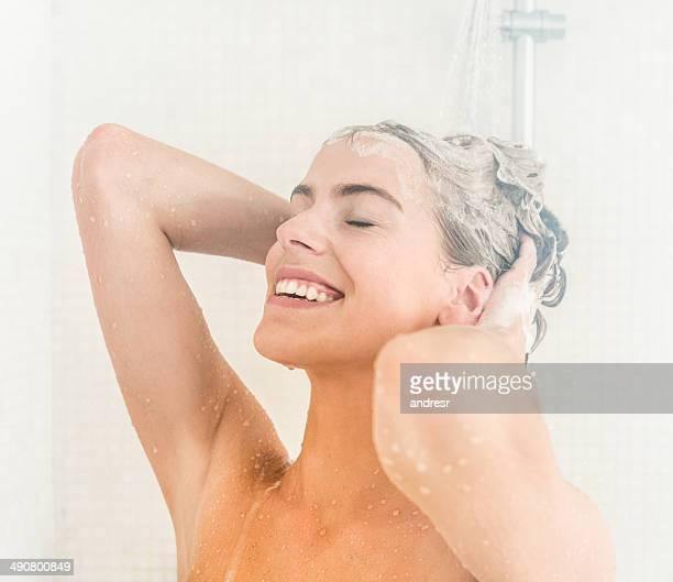 woman washing her hair - shampoo stockfoto's en -beelden