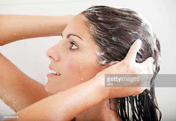 woman washing her hair with shampoo under the shower (xxxl) - shampoo stockfoto's en -beelden