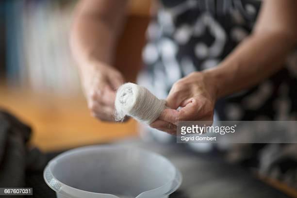 woman washing wool for felting - sigrid gombert 個照片及圖片檔