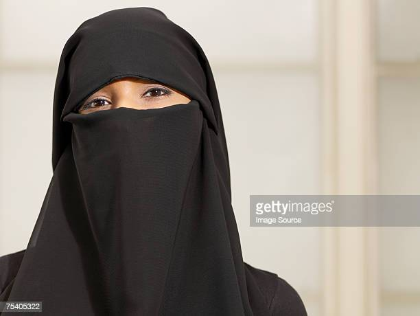 woman wearing a burkha - modest clothing stock pictures, royalty-free photos & images