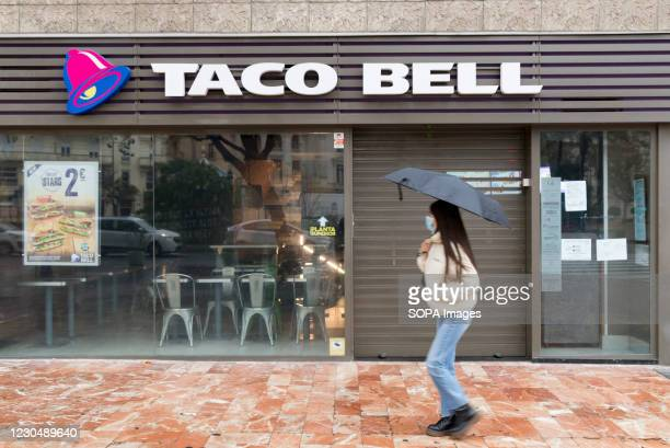 Woman wearing a face mask walks past a closed Taco Bell fast food restaurant. In the last weeks of Christmas, the cases of Covid19 in Valencia have...