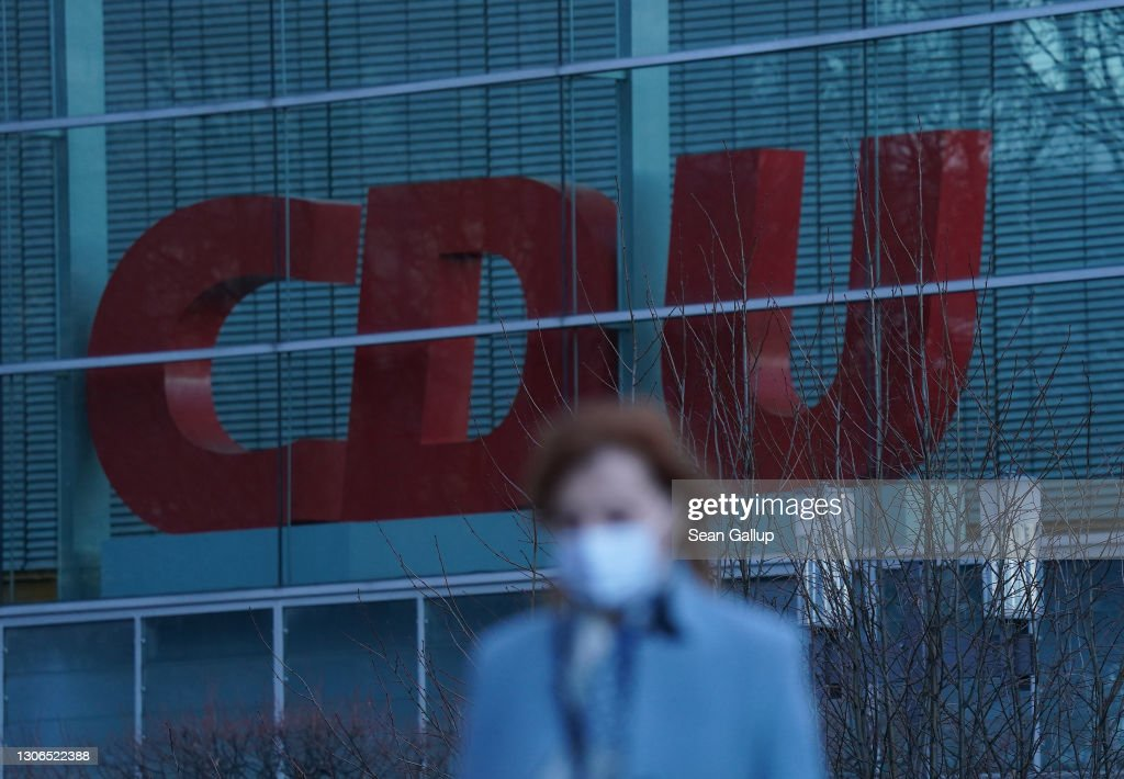 CDU Rocked By Corruption Scandals : ニュース写真