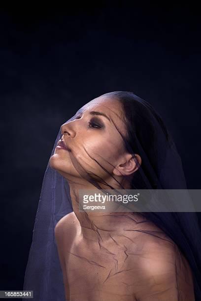 mujer usando un velo - velo fotografías e imágenes de stock