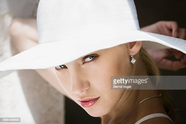 Woman wearing a white hat