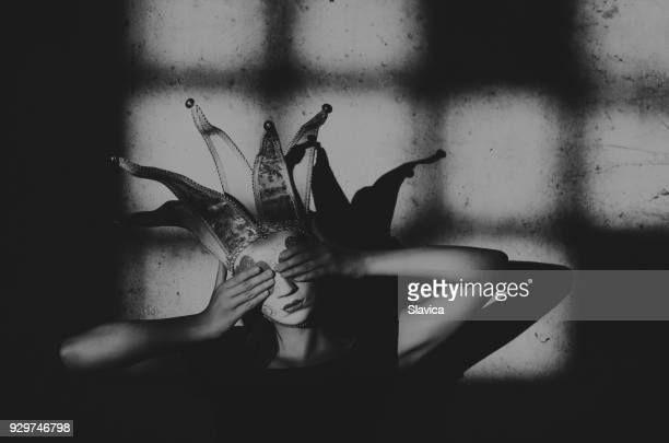 woman wearing carnival mask - maschere carnevale foto e immagini stock