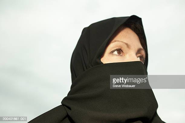 woman wearing chador, looking away - burka fotografías e imágenes de stock