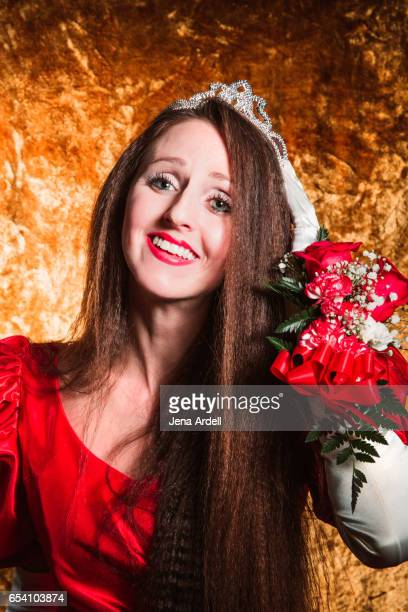 woman wearing crown - jena rose stockfoto's en -beelden