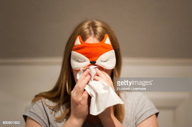 woman wearing face mask, blows her nose with tissue - handkerchief - fotografias e filmes do acervo