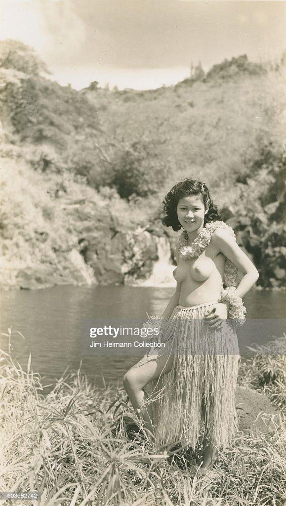 topless-hula-girls-vintage