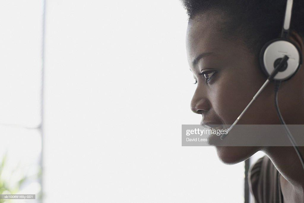 Woman wearing headset, profile, close-up : Stockfoto