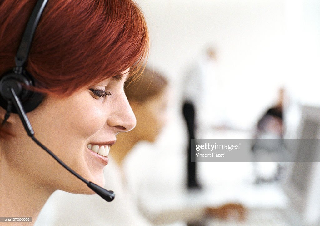 Woman wearing headset, side view, close-up : Stockfoto