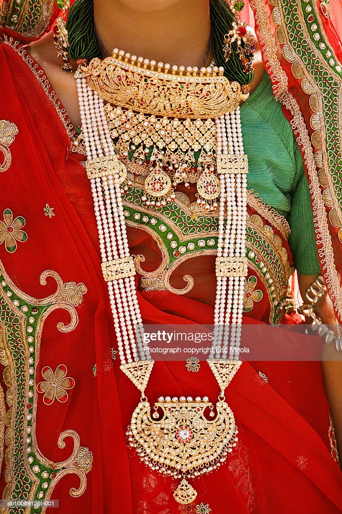 Woman wearing jewellery, close-up : Stockfoto
