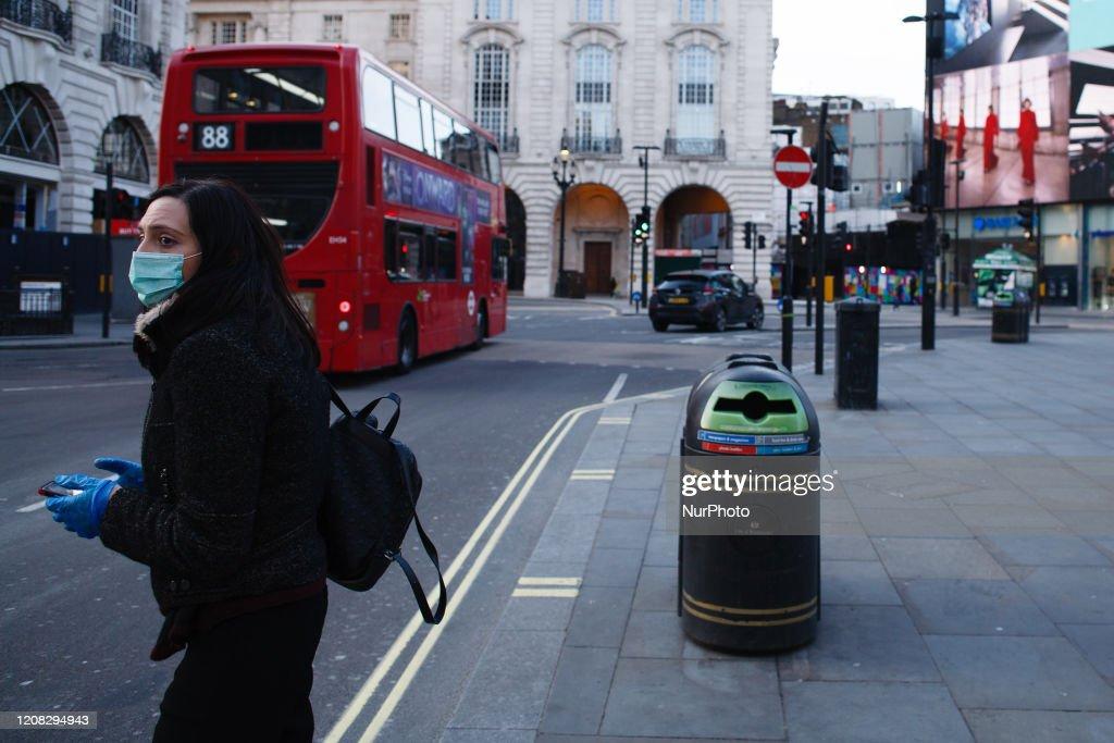 Coronavirus Pandemic In London : ニュース写真