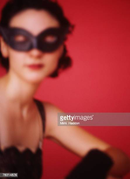 woman wearing mask - dominatrice foto e immagini stock
