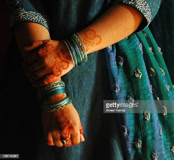 woman wearing mehndi - pakistan stock pictures, royalty-free photos & images