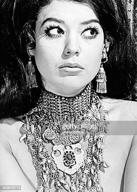Woman wearing necklace from Afghanistan - Photographer: Gert Kreutschmann- 1970Vintage property of ullstein bild