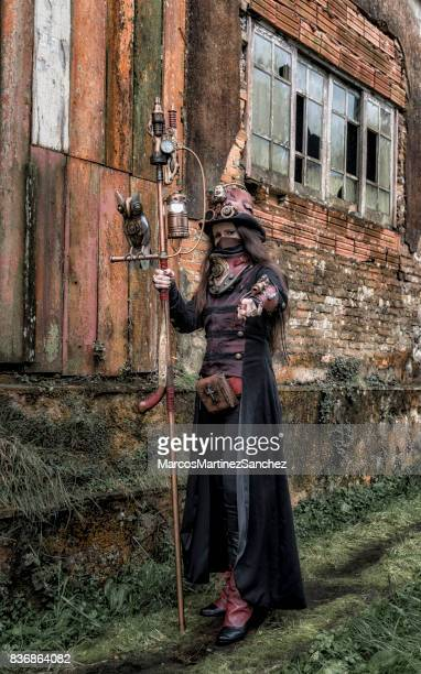 femme portant des costume steampunk - steampunk photos et images de collection