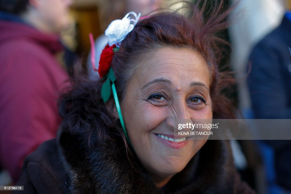 A woman wearing the Italian colors attends the annual Columbus Day parade in New York on October 10, 2016. / AFP / KENA