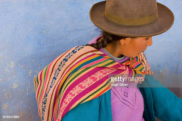 woman wearing traditional peruvian dress - hugh sitton stock pictures, royalty-free photos & images