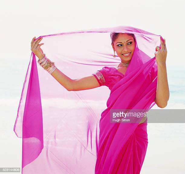 woman wearing traditional sri lankan dress - hugh sitton stock pictures, royalty-free photos & images