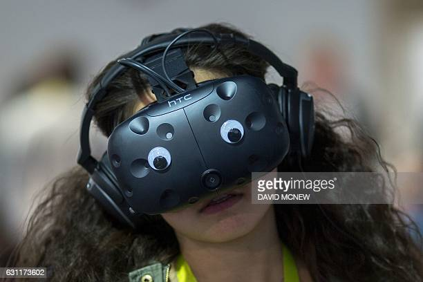 A woman wears a FLIR Virtual Reality Simulator during CES in Las Vegas Nevada on January 7 2017 / AFP / DAVID MCNEW